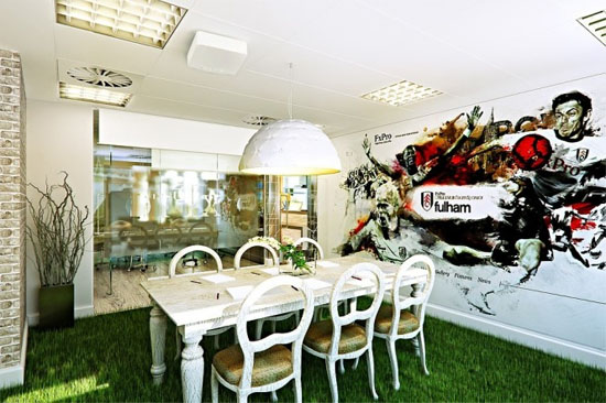 Unconventional-Office-Space-Design-with-grass-rug
