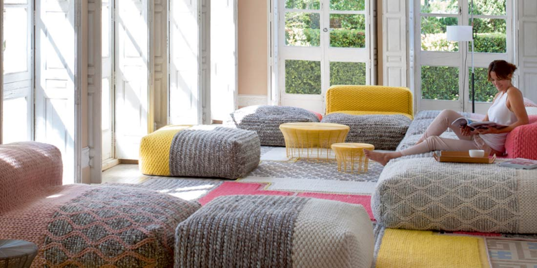 área soft-seating de estilo boho chic